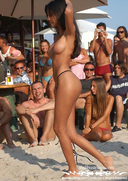 Оргазм прелюдия откровенный стриптиз на пляже видео несколько