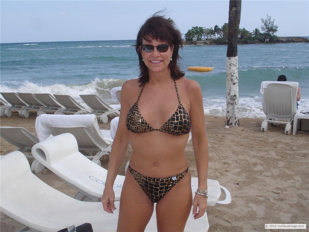 bikini contest Maggie