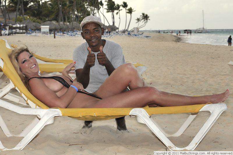 Megyn Kelly Shows Off Her Bikini Body On A Family Getaway In The Bahamas