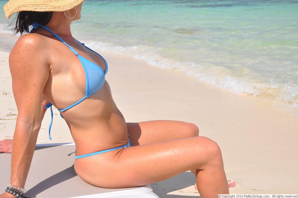 Malibu string bikini gallery, heads in girls ass